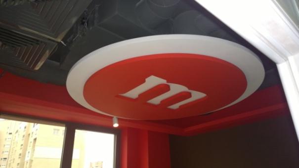Оформление потолка в офисе