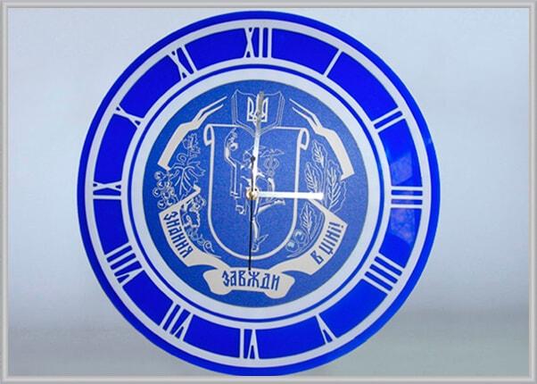 izgotovlenie-korporativnyh-chasov-s-logotipom