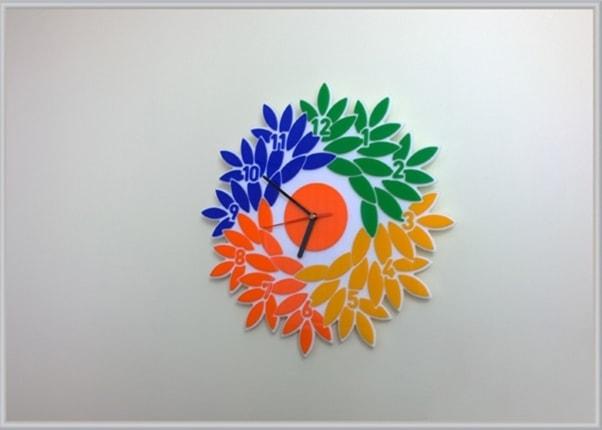 chasy-v-forme-logotipa-firmy