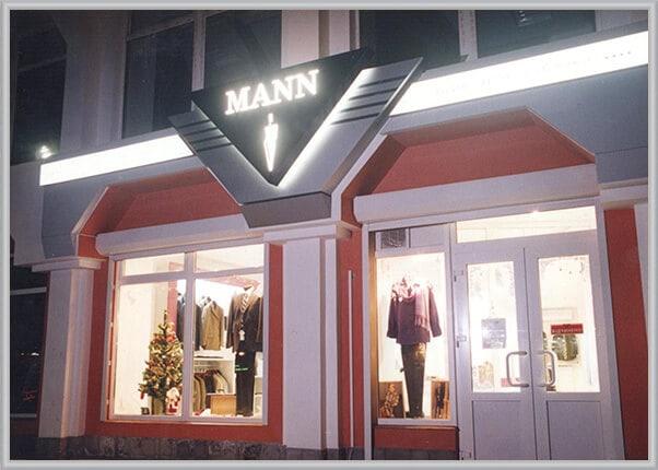 Световая вывеска магазина мужской одежды