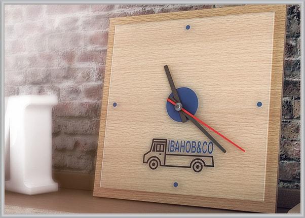 Настенные часы с логотипом фирмы