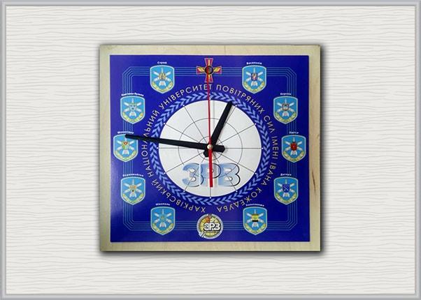 Настенные подарочные, сувенирные часы с логотипом учебного заведения