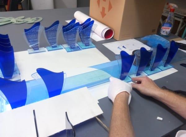 Процес виготовлення кубків, статуеток із пластика