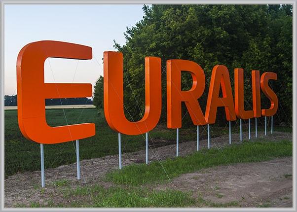 Объемные буквы в поле - вывеска аграрной компании