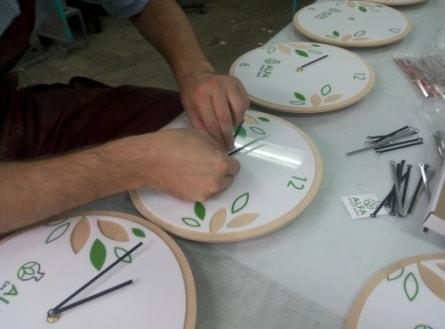 Виготовлення корпоративних настінних годинників