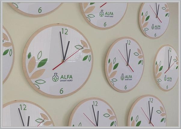 Серийное изготовление часов с логотипом