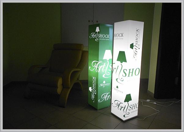 Оформление салона мебели дизайнерскими светильниками из акрила