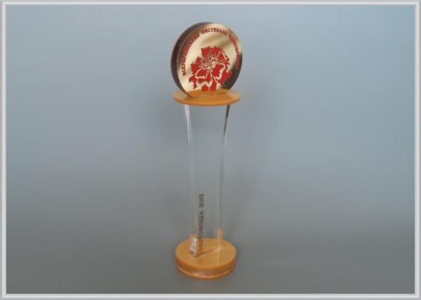 Нагородний кубок переможцям, лауреатам фестивалю – Всеукраїнський фестиваль Чорнобривців