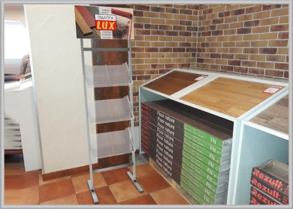 Промо стенд, буклетниця для будівельного магазина покриття підлог