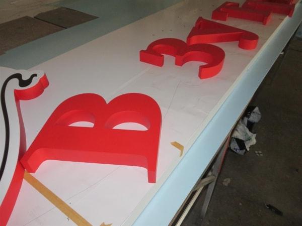 Виготовлення об'ємних літер із пластика ПВХ для вивіски