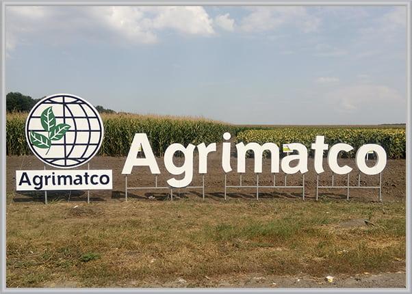 Объемный наземный логотип в виде букв из композита для аграрной компании