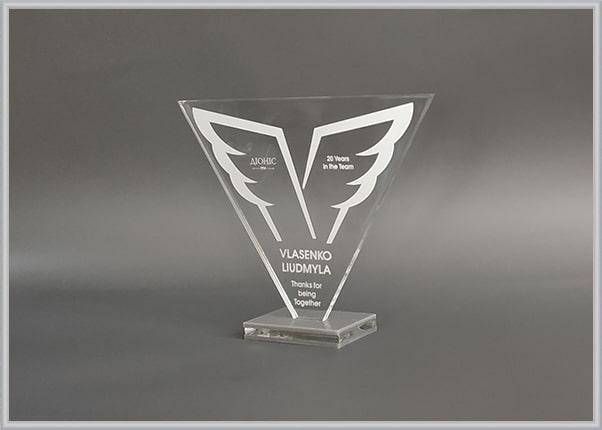 Корпоративные награды сотрудникам - кубок из прозрачного оргстекла