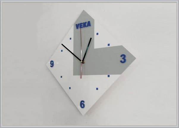 Настінний годинник з логотипом компанії і пласкими літерими із акрила - віконна компанія Veka