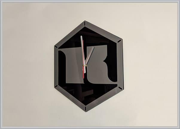 Настенные часы в форме логотипа компании