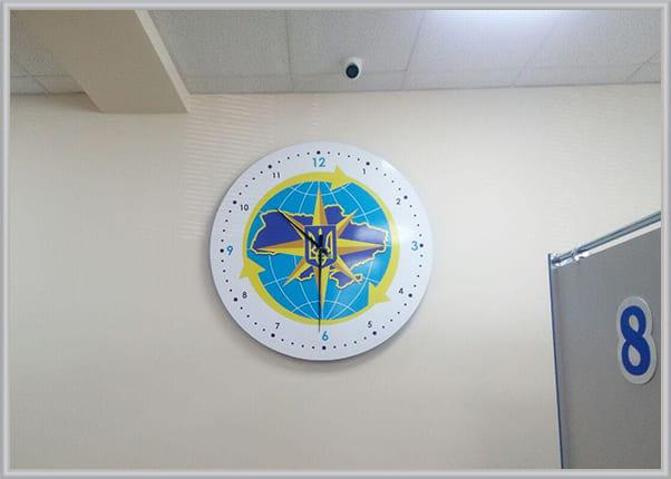 Изготовление настенных часов с символикой организации