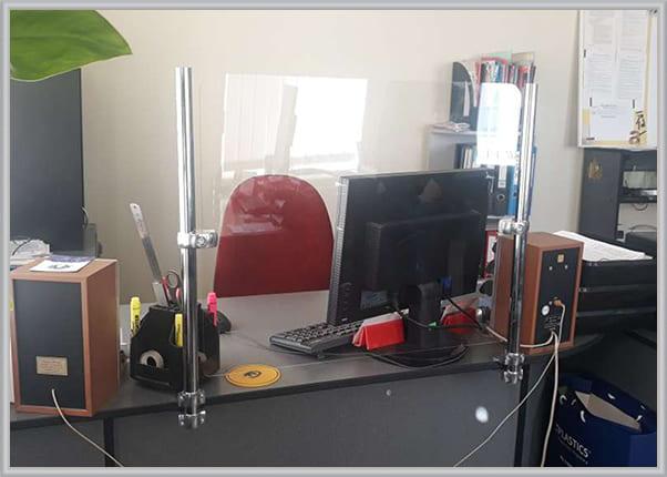 Защитный экран, перегородка для рабочего стола офиса, кассы, ресепшена ZAK 009