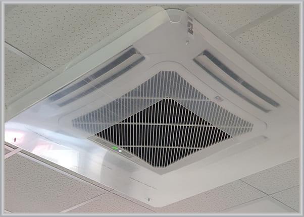 Прозорий захисний екран для кондиціонера на стелі